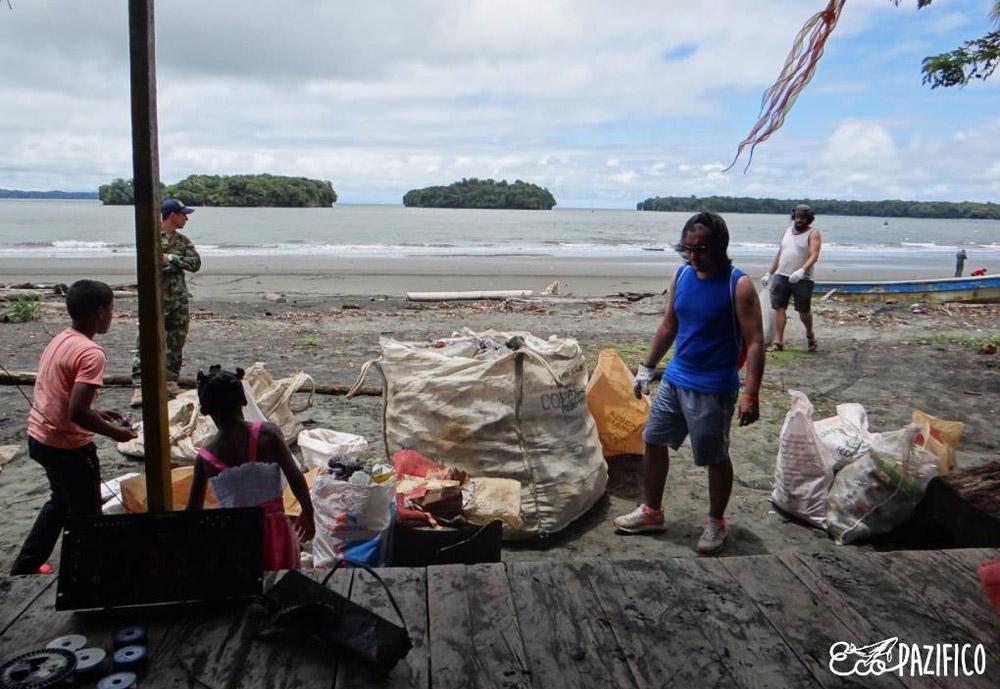 volunteer beach cleanup Colombia
