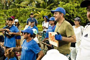 beach-clean-up-volunteering-colombia-04