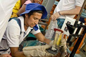 beach-clean-up-volunteering-colombia-11