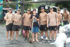 beach-clean-up-volunteering-colombia_ecopazifico-1