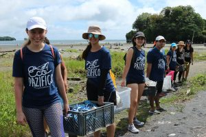 beach-clean-up-volunteering-colombia_ecopazifico-3